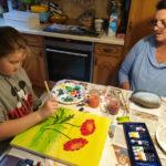 Alicia und Oma beim Malen