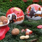 Weihnachtskugeln mit Stiefel